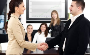 Làm sao để tạo cảm giác tin tưởng với khách hàng ngay từ lần gặp đầu tiên?